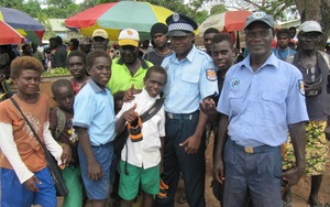 four_col_BOUGAINVILLE_POLICE___KIDS_16x10